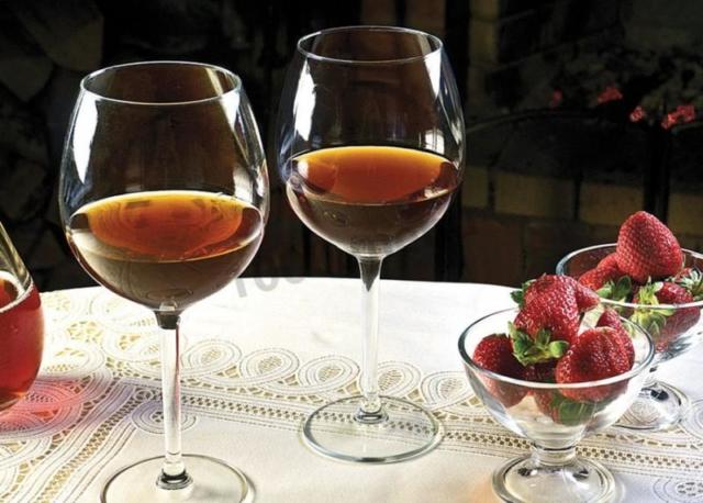 Рецепты вина и настойки из клубники в домашних условиях. Особенности приготовления