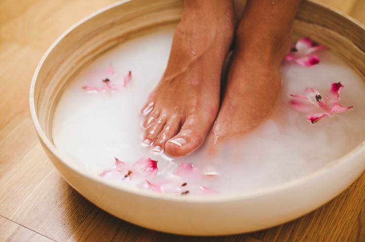Использование Фурацилина при лечении потливости и запаха ног