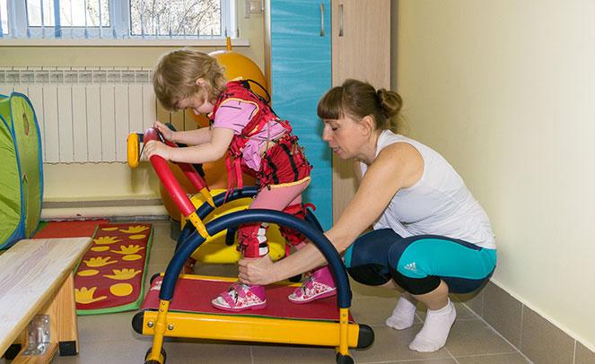 Занятия по лечебной физкультуре с детьми с ДЦП