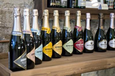 История марки Абрау Дюрсо и современное производство шампанского. Виды напитков и стоимость