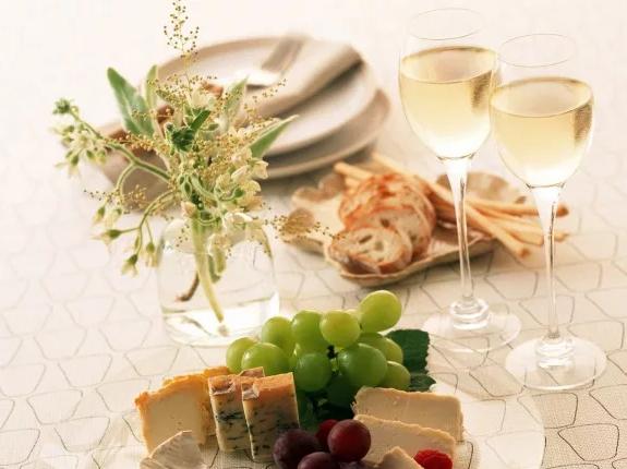 С чем пьют вино обзор самых лучших закусок