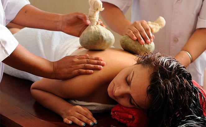 Выполнение аюрведического массажа