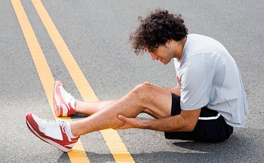 Почему болят ноги после бега?