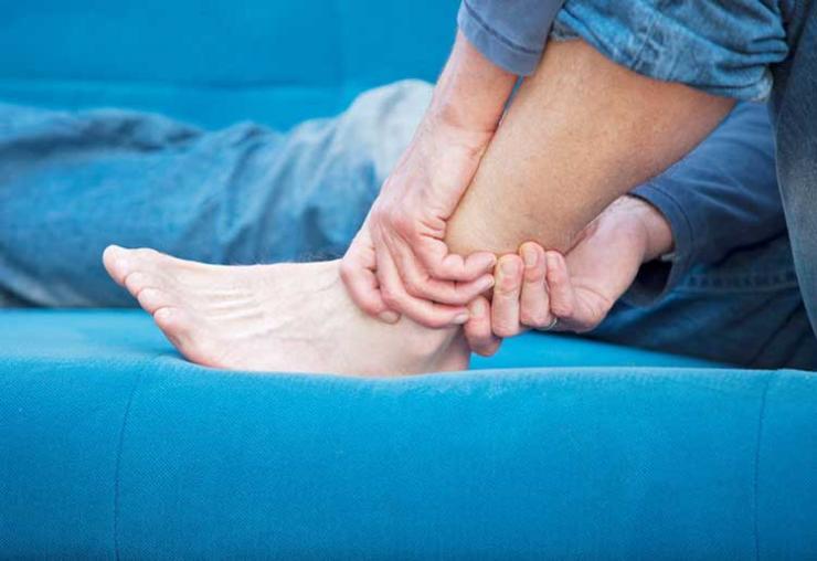 Почему долго не проходит синяк на ноге?