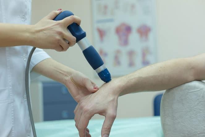 Проведение ударно-волновой терапии