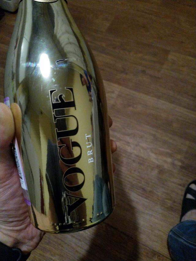 Исконно дамский напиток – белое шампанское. Характеристика игристых вин, а также как и с чем рекомендовано пить?