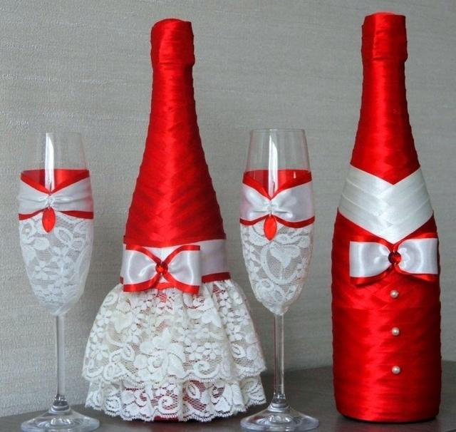 Как своими руками красиво оформить бутылку шампанского и бокалы на свадьбу для жениха и невесты?