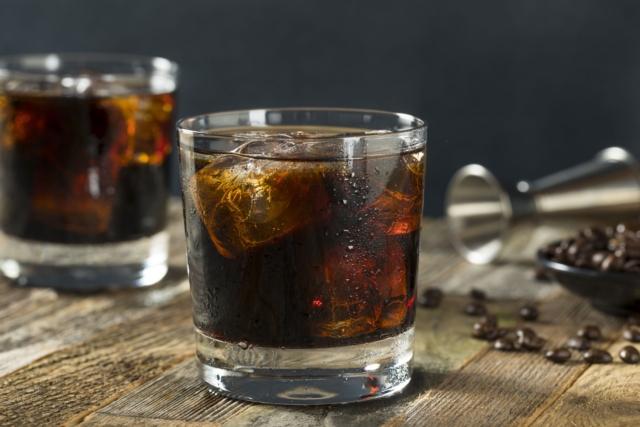 Лучшие рецепты коктейлей с колой. Как приготовить микс с виски, ромом и другими ингредиентами?