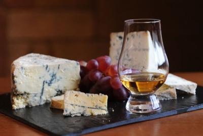 Как правильно пить виски и чем закусывают разные сорта напитка?
