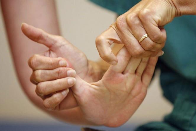 Восстановление движения рук после инсульта