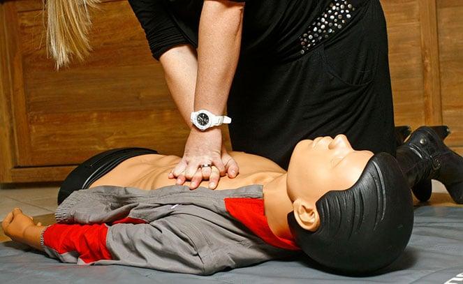Обучение технике непрямого массажа сердца