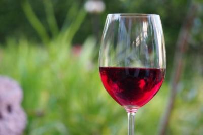 Способы очистки вина бентонитом, молоком, древесным углем и другими средствами