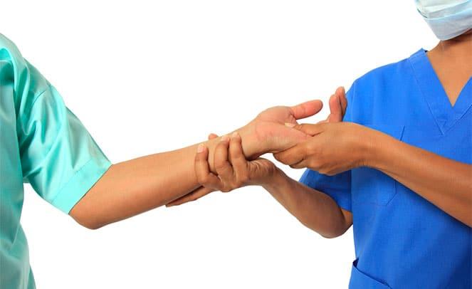 Лечебный массаж после перелома запястья