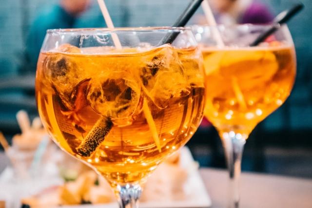 Вид старинного алкоголя – бренди. C чем пьют, правила подачи и закуски, а также лучшие коктейли на его основе