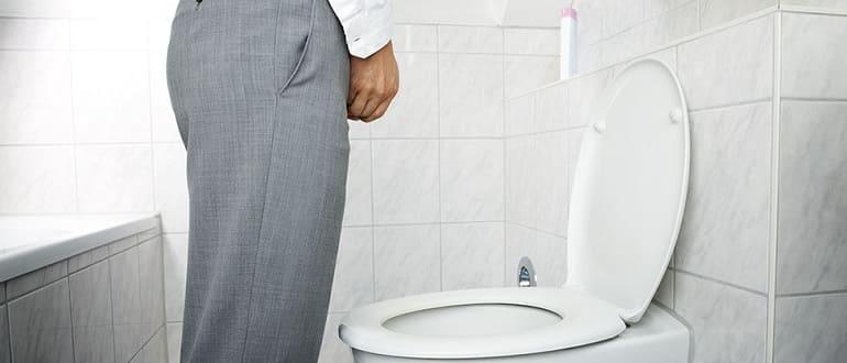 Почему моча становится прозрачной, как вода: норма и поводы провериться
