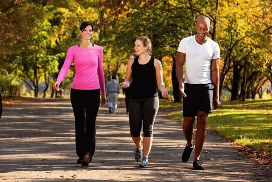 Пешие прогулки для профилактики болей в суставах