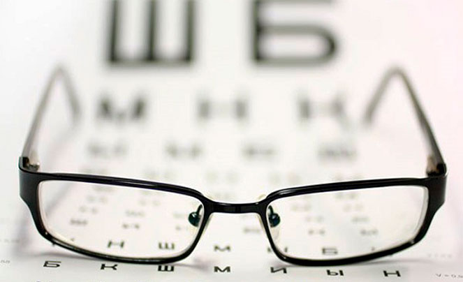 Ношение очков атрофирует глазодвигательные мышцы по мнению Бейтса