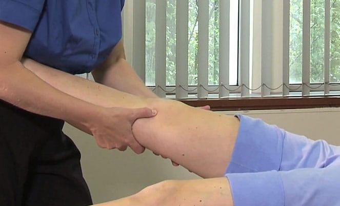Классический массаж коленного сустава