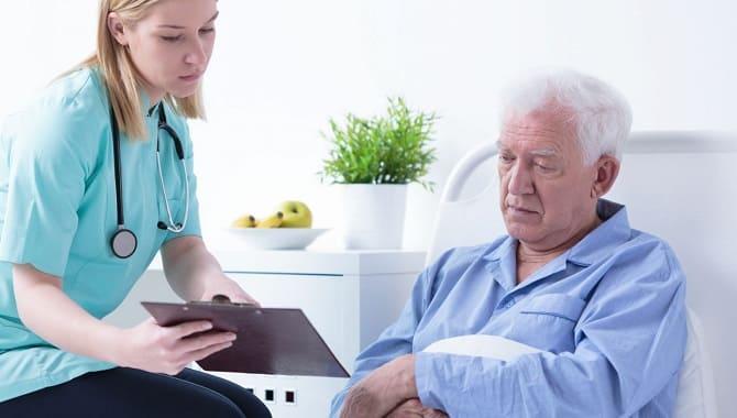 Старик у врача