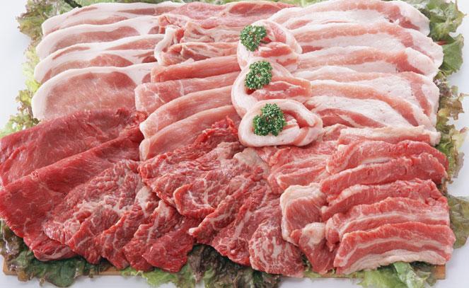 Красное мясо в большом количестве содержит насыщенные жиры