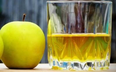 Сложно ли приготовить вкусную настойку из яблок на самогоне, водке или коньяке и как это сделать?