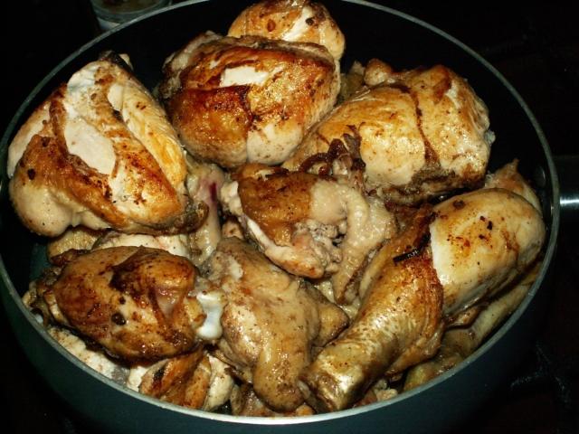 Праздничное и при этом простое блюдо курица в вине. Советы по приготовлению, рецепты, фото
