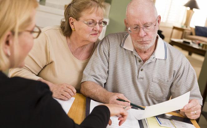 Пенсионеры могут получить денежную выплату вместо путевки
