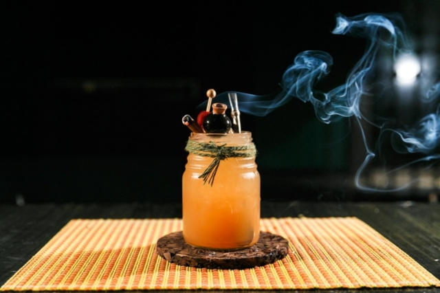 Легендарный коктейль Зомби. История создания и рецепты приготовления