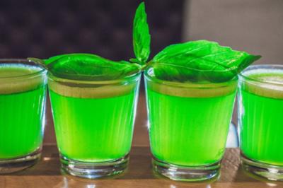 Мягкий и ароматный мятный ликер: производители и приготовление своими руками. В какие напитки можно добавлять?