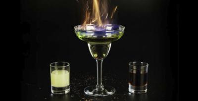 Зачем поджигать абсент, сложно ли это делать и как пить такой алкоголь?