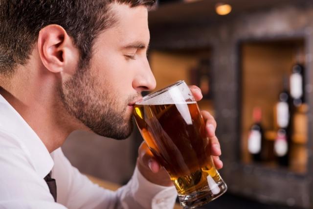 Фужеры для вина и других алкогольных напитков. Как правильно держать бокал?
