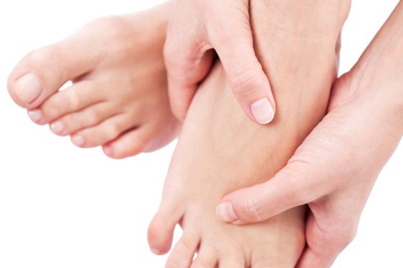 Причины покалывания в ногах