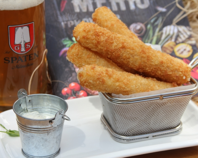 Секреты приготовления лучших закусок. Сырные и крабовые палочки к пиву