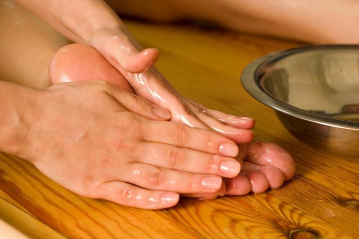 Причины и лечение трещин на ступнях