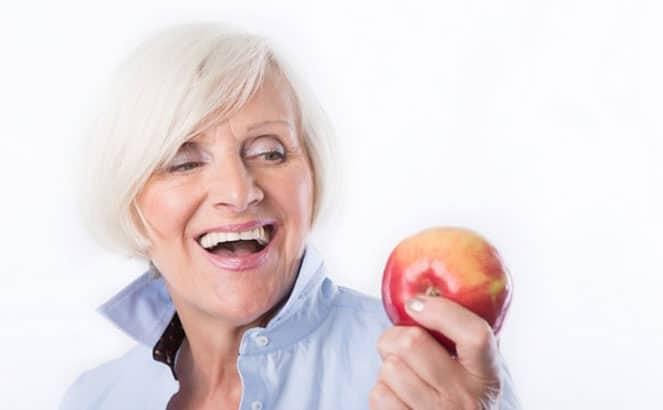 Особенности и преимущества клея для зубных протезов