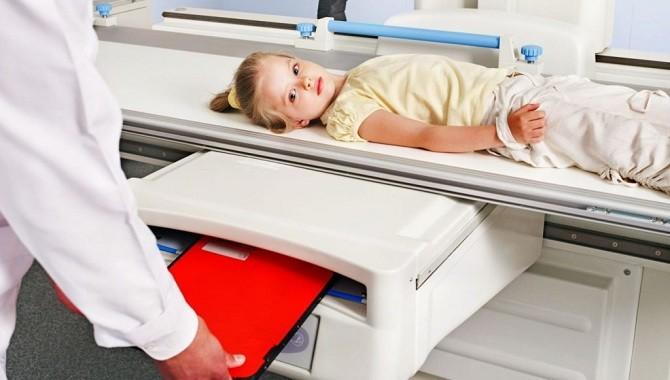 Ребенку делают урографию