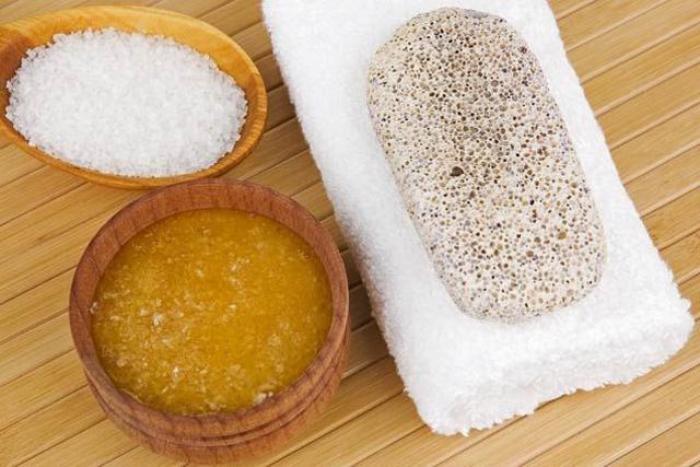 От чего возникает отложение солей в пятке?
